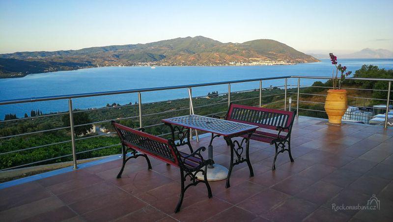 Ještě lepšího panoramatického výhledu si dopřejete z vinařství Vriniotis Winery