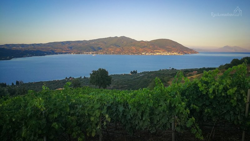 Zdejších 100 akrů vinné révy patří mezi malá vinařství, ovšem s jedinečnou produkcí vína vzhledem ke své velikosti.