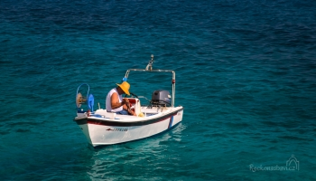 ... lodní taxi za chvilku odveze partičku osadníků z Magganis a Seychelles si na chvilku půjčíme sami pro sebe :)