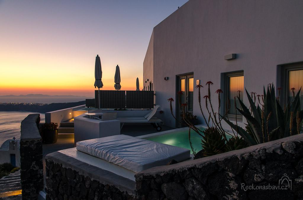 moderní tvář ostrova Santorini