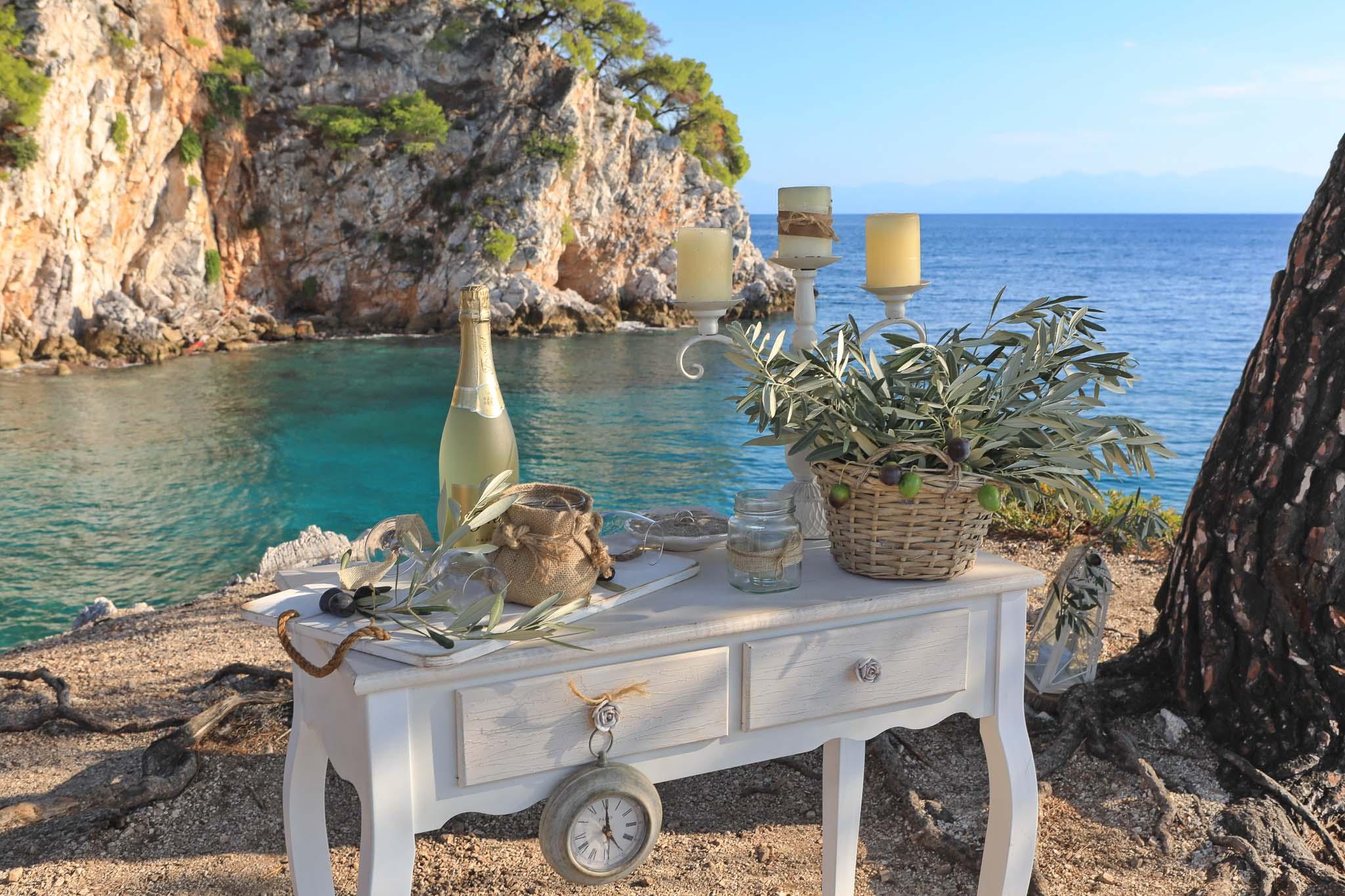 Ostrůvek Skopelos představuje ideální místo pro vaši svatbu v Řecku, kterou si tu užijete v naprostém soukromí.