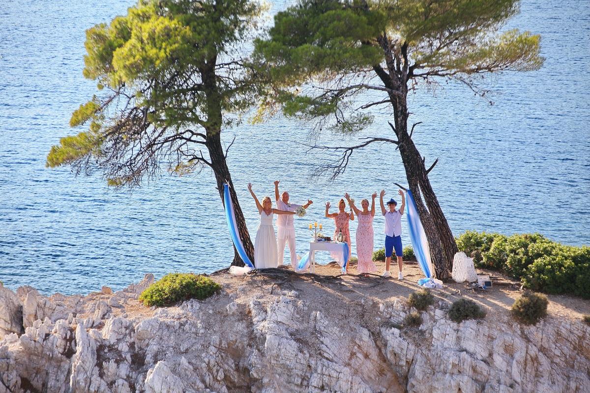 Rádi byste si svou věčnou lásku slíbili na opravdu exkluzivním místě? Pak vás nadchne útes Amarandos.