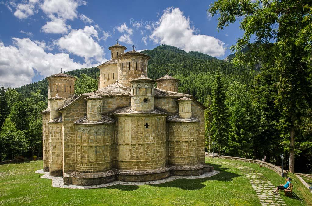 úchvatný Timios Stavros monastery u obce Krania