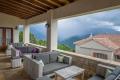 Z venkovní terasy hotelu Lakmos nebo pěkně z teplíčka u krbu se můžete kochat úžasným výhledem od rána až do večera.