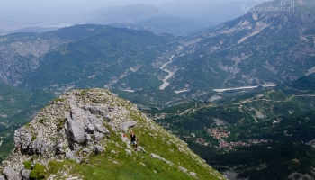 daleko vzadu Ioannina a Zagoria