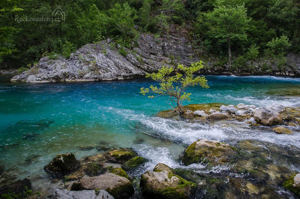... tak moc by jste si v řece chtěli zaplavat ...