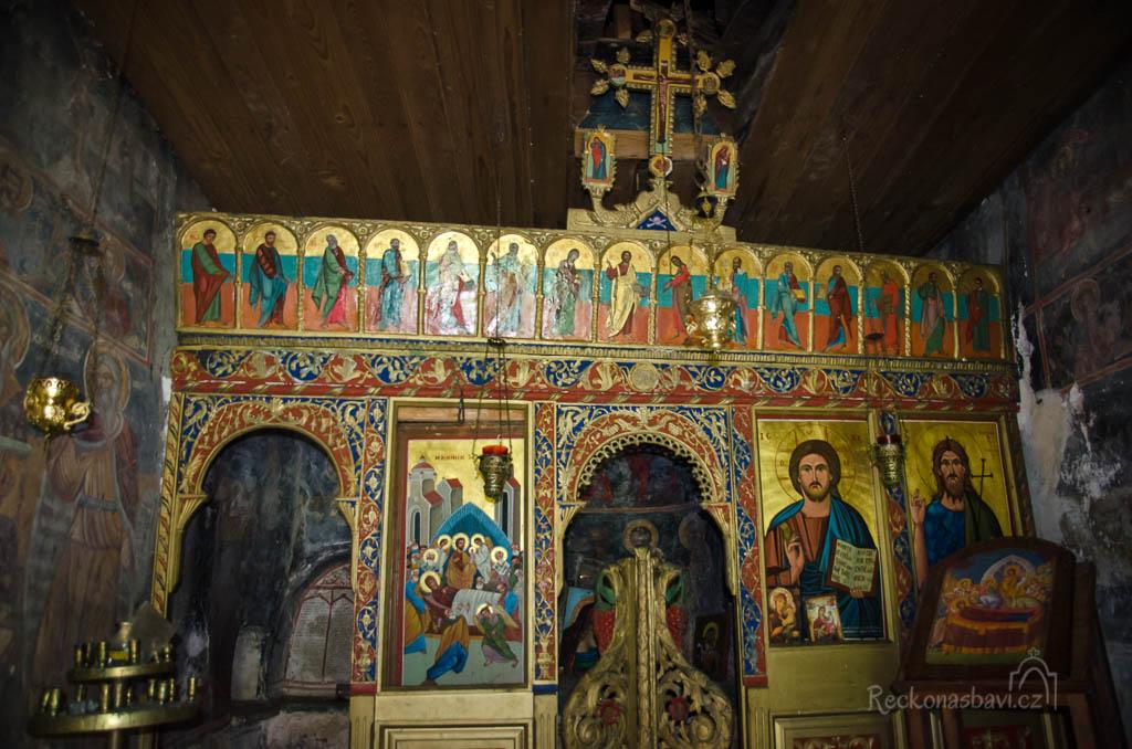 ... je vyzdobený freskami a panorama kaňonu za ním dotváří dokonalou kulisu...