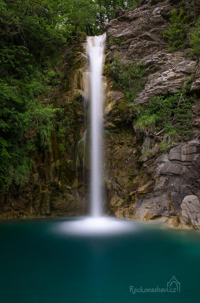 ... horní vodopád má 25 metrů ....