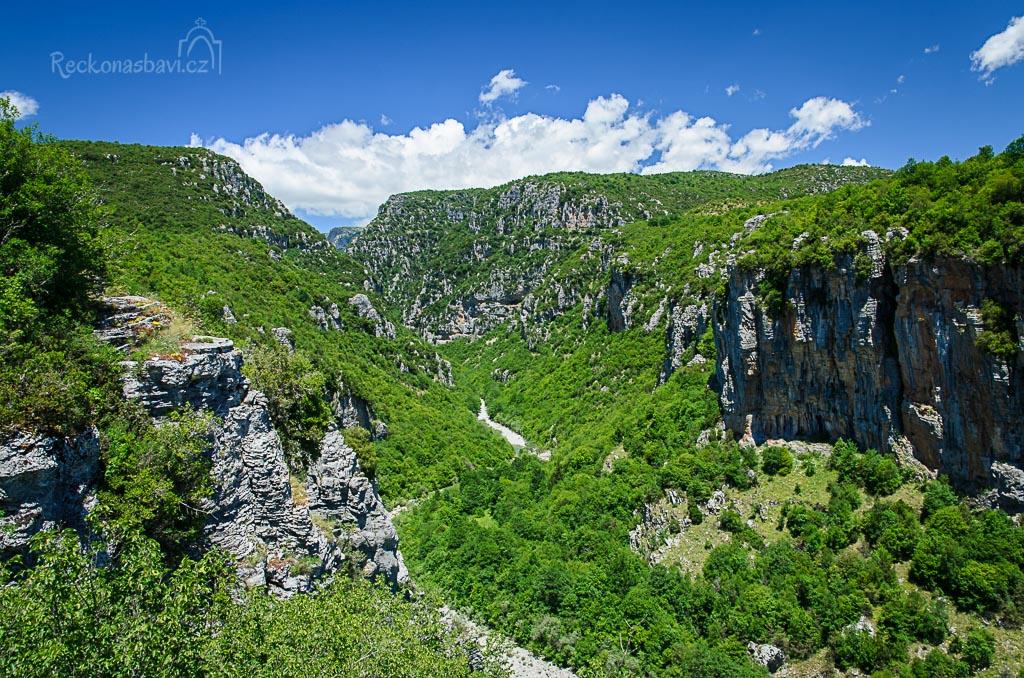 ... je tady i zajímavý výhled ke kaňonu Vikos ....