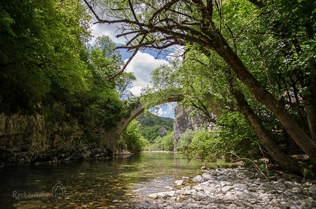 ... severně od obce se nachází krásný kaňon Vikakis ...