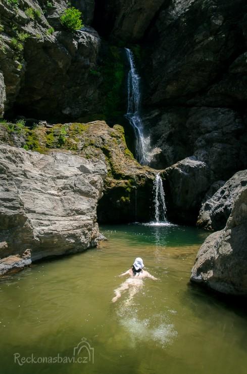 koupání v divokém kaňonu Chalares