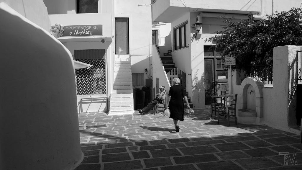 poklidný život místních na jednom z náměstíček Chory