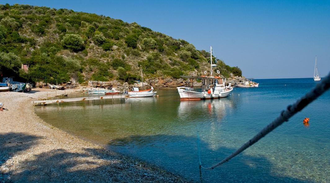 Sarankiniko, oáza klidu a naprosté pohody se skládá ze dvou pláží