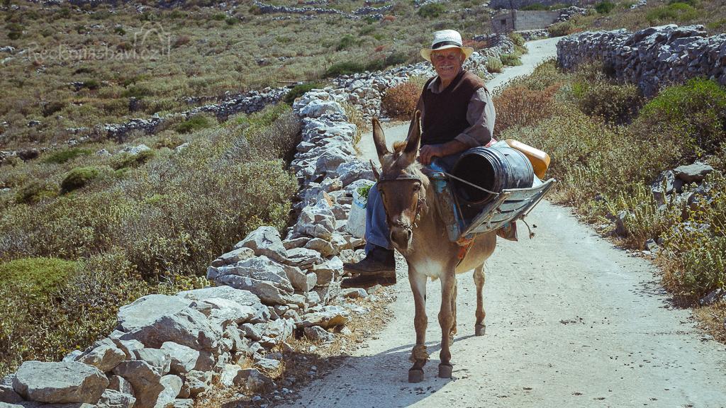 červen 2015 - důchodce na ostrově Amorgos, který podle některých bere přes 1000€ důchod jako každý Řek!