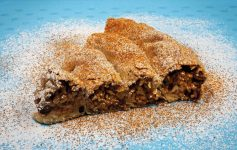 Rizopita - rýžový šnek s ořechy a rozinkami