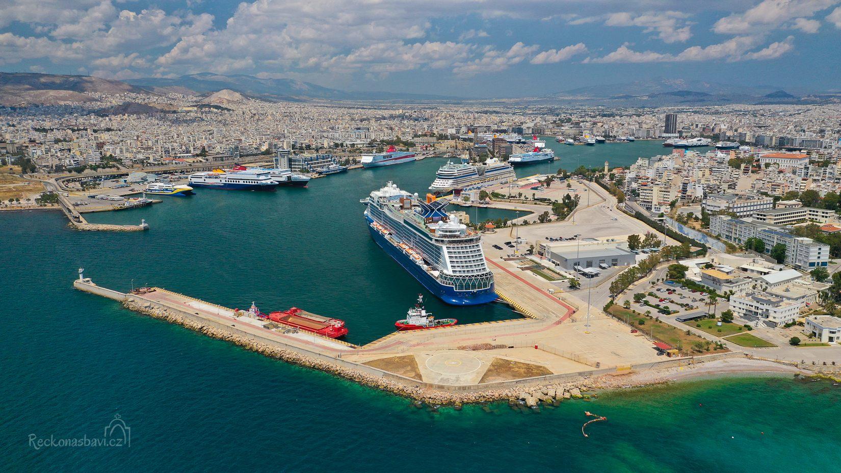 Piraeus přístav Řecko trajekty